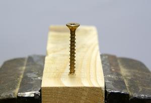 Hur kan man förhindra trä dela med skruvar