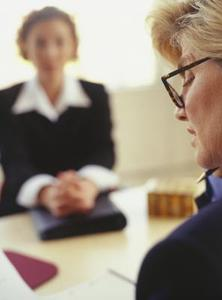 Hur man klär professionellt för en anställningsintervju - kvinnor