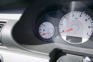 Vad betyder varningslampan gult utropstecken på en Volkswagen bil?