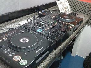 Hur du använder en CD DJ mixerbord
