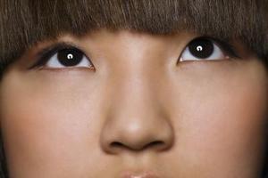 Hur man gör din näsa ser raka