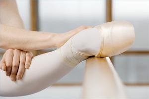 Hur att sträcka innan du dansar balett