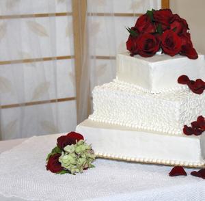 Hur man sätter roses på bröllopstårtor