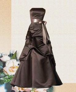 Hur du utformar din egen brudtärna klänning
