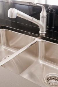 Hur du ansluter ett kök Sink Drain slang