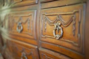 Hur att rengöra antika möbler