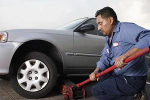 Hur att reparera en bil hydrauliska golvet domkraft