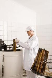 Hur tar man bort honung utan en utdragare