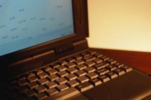 Hur kan jag få två Excel kalkylblad att uppdatera varandra?