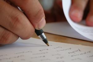Hur man skriver en referens för någon att bli en fosterförälder