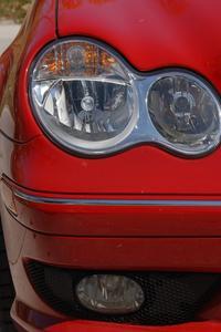 Vilka är symtomen på en svag bilbatteri?