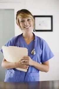 Hur man skriver ett tecken referens brev för en sjuksköterska