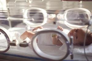 Delar av en spädbarn inkubator