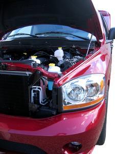Hur man installerar en termostat på en Dodge Ram 1500
