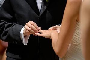 Hur du ändrar ditt namn efter äktenskap