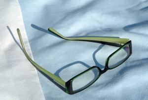 Hur justera plast glasögonbågar