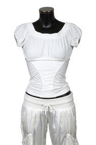 Hur får man bort fläckar på vita kläder