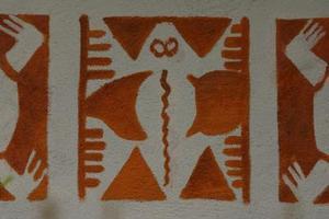 Stencil idéer för väggar i källare & trappor