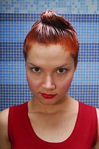 Hur man lägger balsam i permanent hårfärg