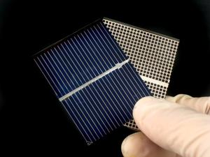 Hur man bygger en solar powered leksaksbil med hem material