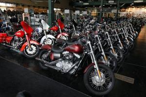 Hur du ställer in en gaffel olja nivå på en Harley Davidson FLHX