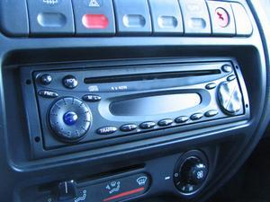Hur man byter CD-spelaren på en Volvo 940