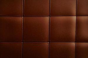 Hur man täcker en tårta med hård choklad