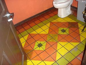 Hur man målar en badrumsgolvet