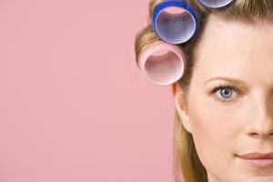 Hur man Spiral Curl håret med Hot Rollers