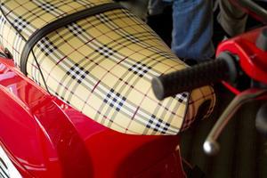Hur att reparera vinyl säten med permatex