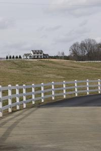 Hur tjockt grus basen bör Under en asfalt uppfart?