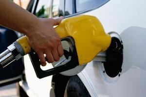 Hur konvertera liter per gallon till mpg