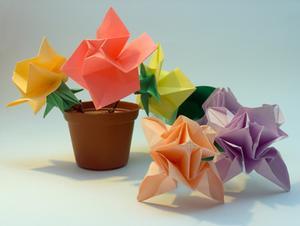 Att göra Origami blommor