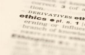 Hur man beskriver skillnaden mellan personliga & professionell etik