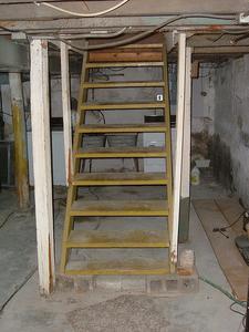Hur man Refinish källaren trappor