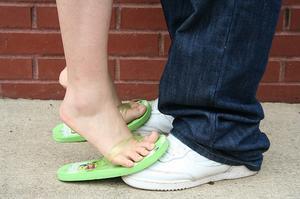 Vad kan orsaka domningar i fotled & foten?