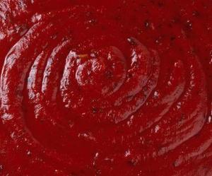 Hur man gör tomatpuré från tärnade tomater
