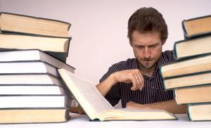 Hur citera en lärobok artikel i MLA-format
