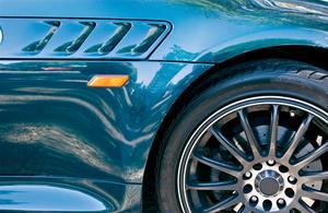 Topp borttagning för en Mustang Cabriolet