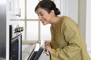 Hur man installerar en Whirlpool ugn dörr