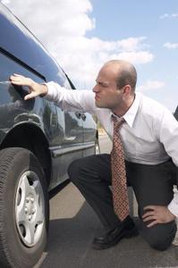 Hur tar man bort bilen lacken repor