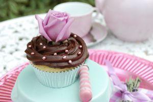 Hur att dekorera Cupcake bröllop står