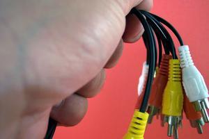 Hur du koppla in en DVD/VCR utan en koaxial ingång till en kabel-TV & DV/TV Converter Box