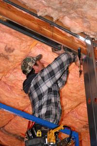 Hur man kan hänga isolering i tak