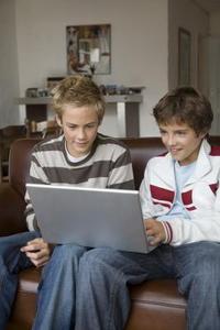 Vilka säkerhetsrisker är tonåringar utsätts för på Internet?