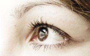 Vad orsakar ljus blinkar i ögat?