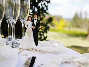 Hur man kan inreda ett bröllop Hall tak