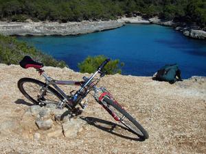 Hur man byter bakre däcket på en gammal tio hastighet cykel