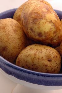 Hur du mikrovågsugn rödbrun potatis