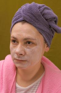 Hur man använder olja som en ansikte fuktighetskräm eller rengöringsmedel